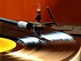 Image of a record and the needle of a record player