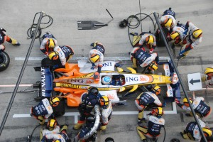 Alonso_Renault_Pitstop_Chinese_GP_2008-300x200